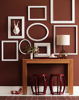 Empty picture frames on wall Vintage Art Of Framing The Walls Tip Junkie Decorate Walls With Empty Frames 6 Diy Ideas Tip Junkie
