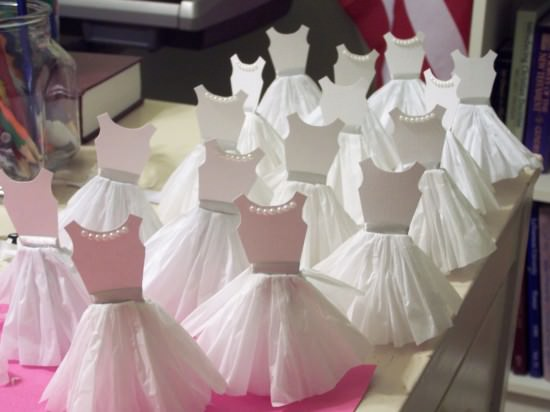 How-TO: Paper Dress Cupcake Toppers