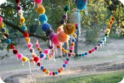 DIY Pom Pom Garland with a Gadget