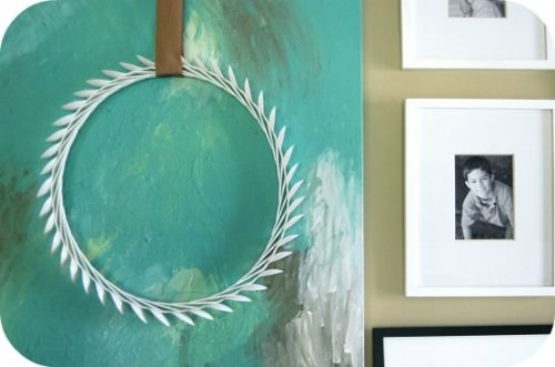How to Make a Plastic Spoon Laurel Wreath
