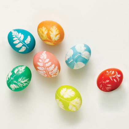 How To Make Leaf Print Eggs These Easter Are Absolutely Beautiful Instead Of The Traditional Egg Dying Technique Try Using A Reverse Stenciling