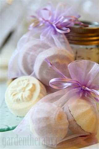 All Natural DIY Bath Bombs