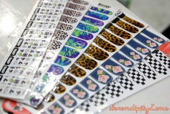 13410-how-to-apply-nail-art-water-decals.jpg