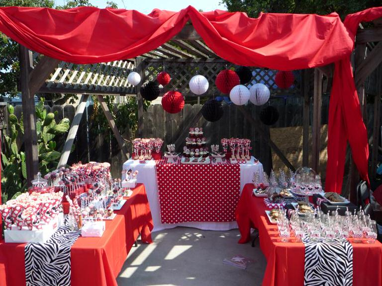 tip-minnie-and-mickey-mouse-dessert-table-image-1.JPG