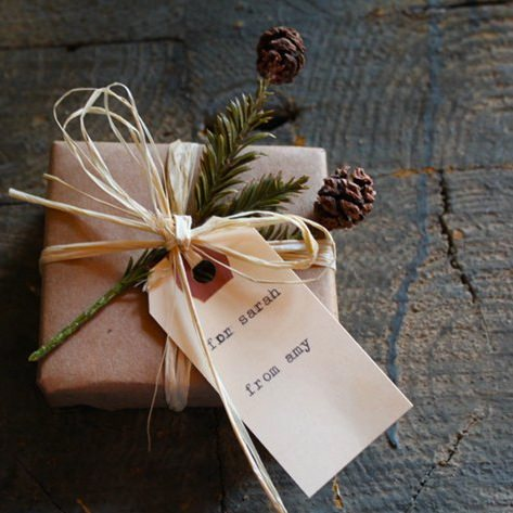 19 diy wrapped gift box and bag tutorials tip junkie quick gift wrap these gift wrap ideas are festive but still have a nice natural feel use them to get inspired and find things around your house to spruce negle Images