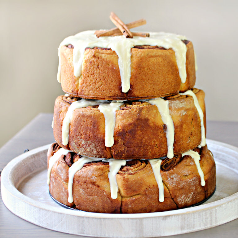 cinnamon bun wedding cake recipe three tiered cinnamon roll cake tip junkie 12870