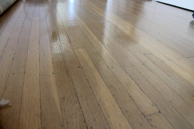 6 homemade cleaner recipes for wood floors tip junkie wood floor polish solutioingenieria Gallery