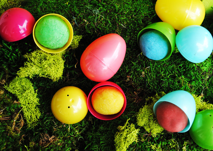 Homemade Playdoh Filled Easter Eggs {Easy Crafts}