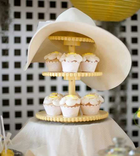 Kentucky Derby Themed Party ~ I Love The Southern Belle Charm To This Kentucky  Derby Themed Party. White Wooden Crates Added Dimension To The Table And  The ...