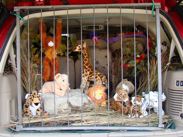 zoo decorated trunk raid your childrens stuffed animals to decorate a zoo spray painted wood dowels work great for the bars