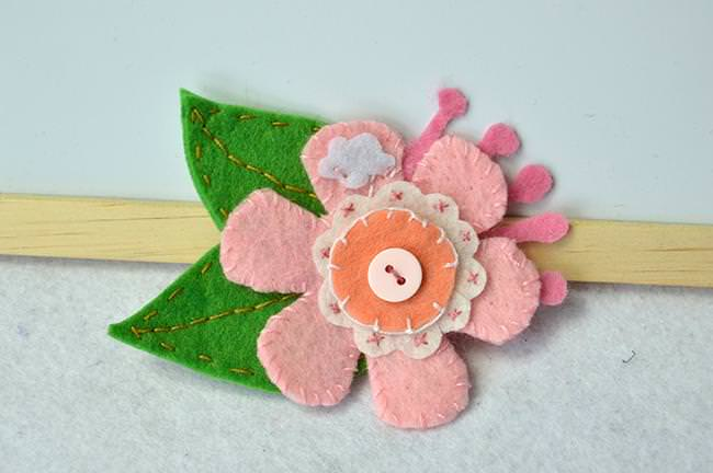 How-to-Make-a-Lovable-Pink-Felt-Flower-Brooch-with-Buttons-for-Kids-jpg