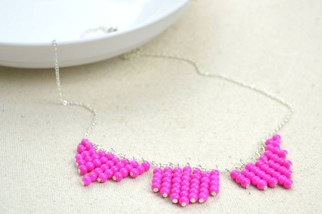 Simple-jewelry-making–making-necklace-in-pink-collar-pattern1-jpg