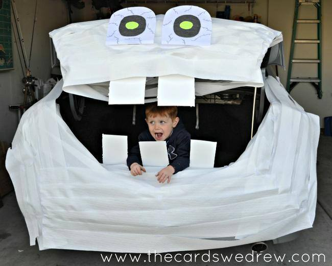 Mummy car trunk