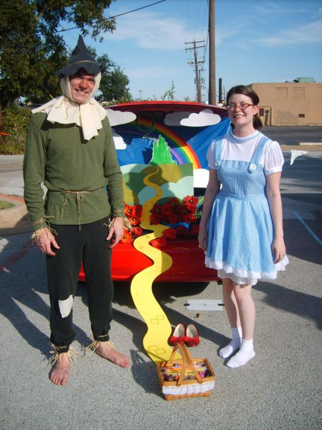 Wizard of Oz decorated car trunk