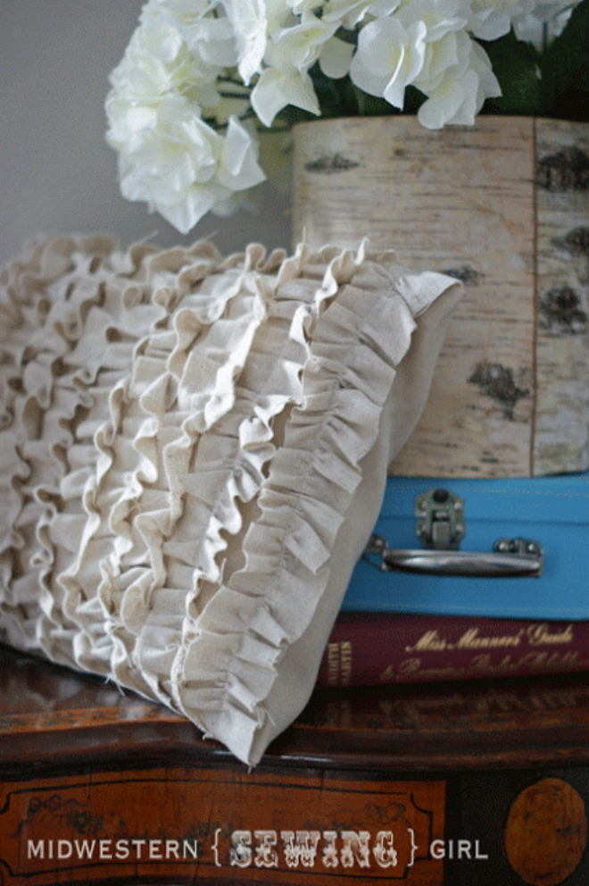 ruffle-pillow-tutorial