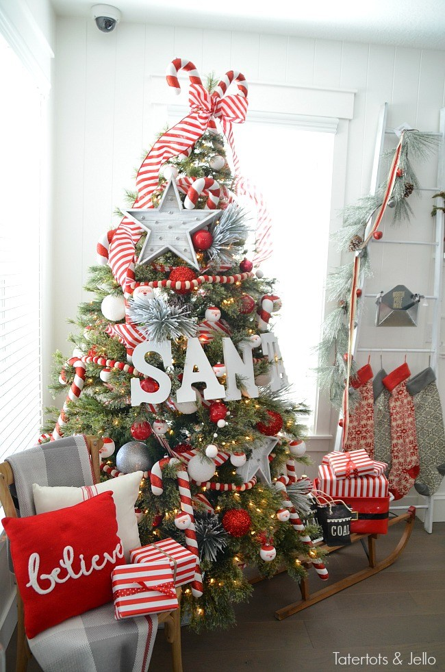 santa-north-pole-christmas-tree