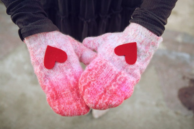diy dip-dyed sweater mittens