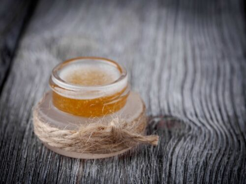 make lip balm coconut oil