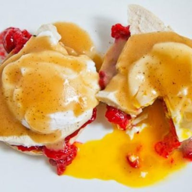 Thanksgiving Eggs Benedict  {Thanksgiving Leftovers}