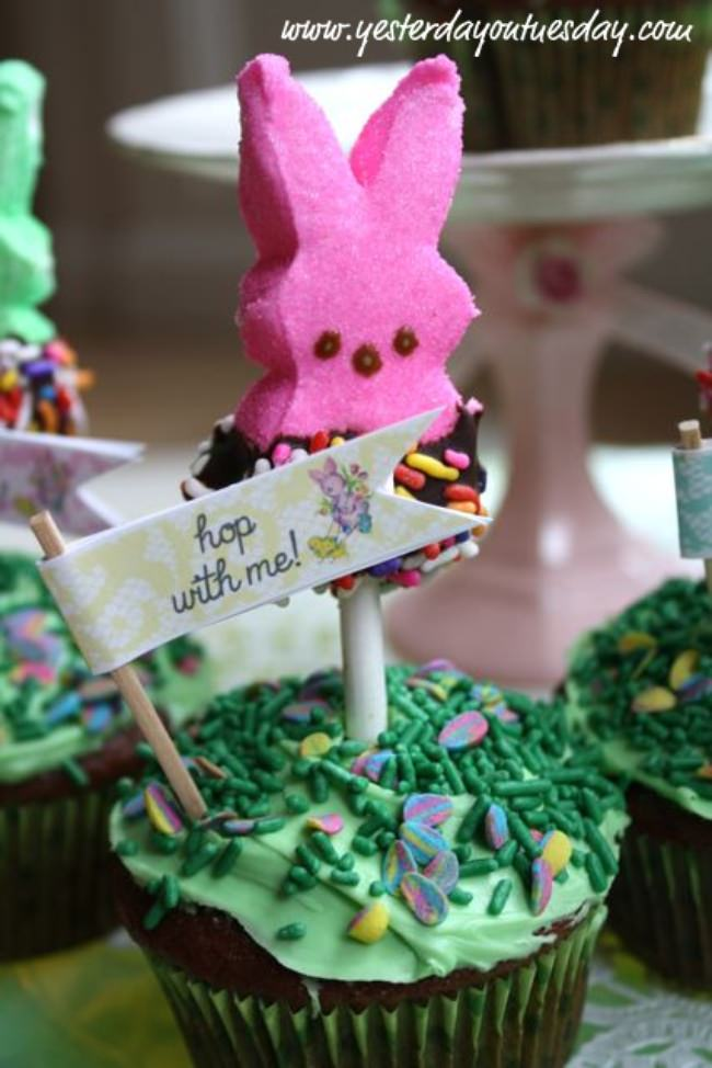Easter Peeps Cupcakes {And A Free Printable}