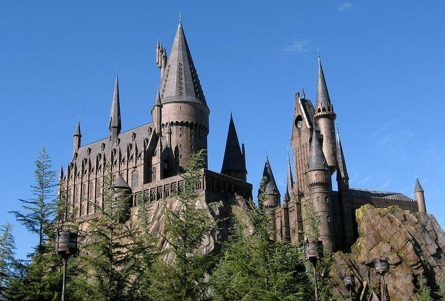 1280px-Wizarding_World_of_Harry_Potter_Castle-jpg