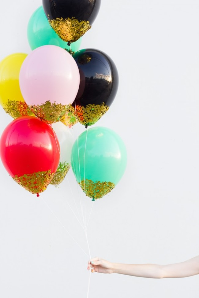 DIY Confetti Dipped Balloons {birthday decorations}