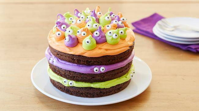 spooky eyeball cake