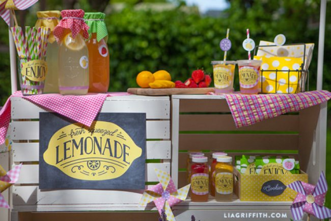 Make Your Own Lemonade Stand {free printables}