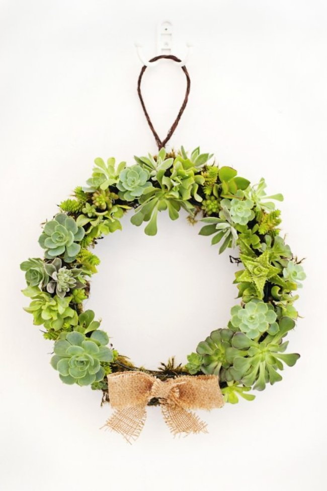 How to Make a Succulent Christmas Wreath