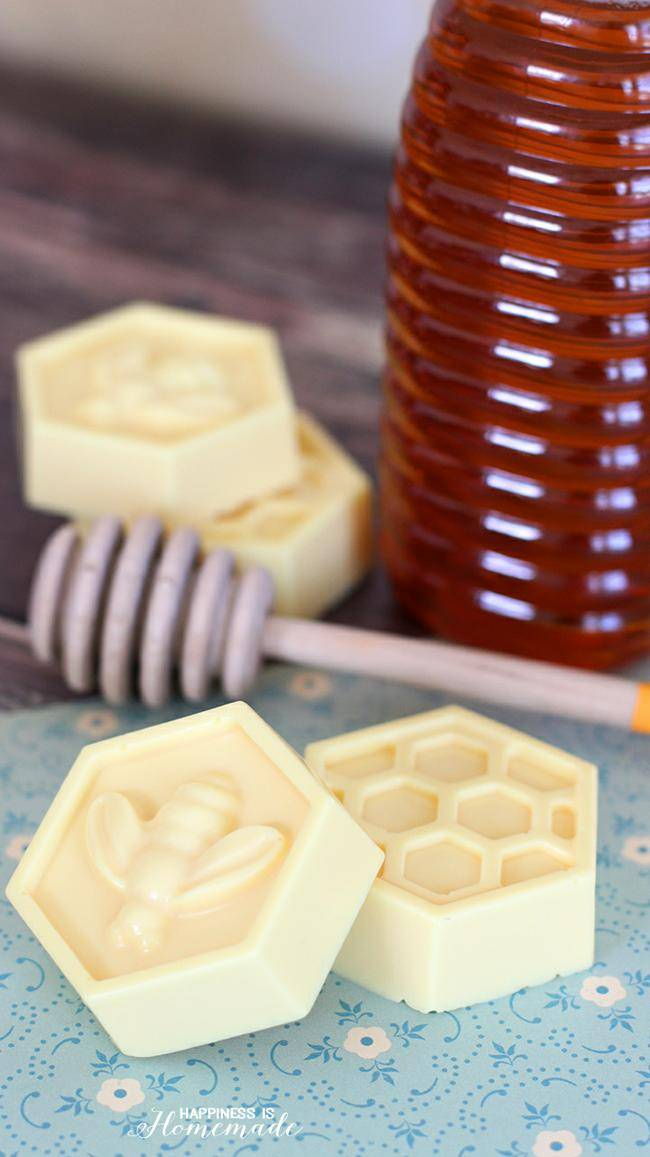 10-Minute-DIY-Milk-Honey-Soap (1)-jpg
