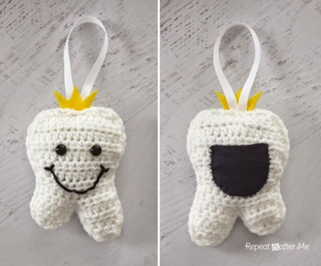 Crochet Tooth Fairy Pillow {free pattern}