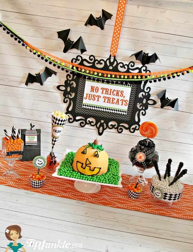 Easy Halloween party food with free Halloween printables you'll love!