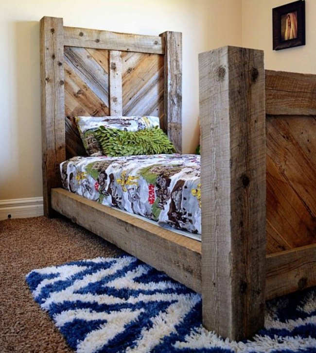 Rustic Barnwood Twin Bed {free template}