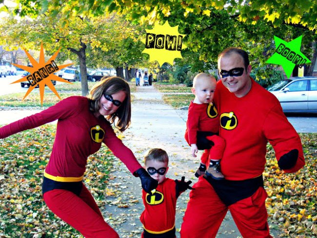 The Incredibles ~ How fun are these Incredibles costumes?! Felt icons were added to red sweatpants and red shirts. Print the free pattern to make your own ...  sc 1 st  Tip Junkie & 15 DIY Superhero Costume Ideas | Tip Junkie