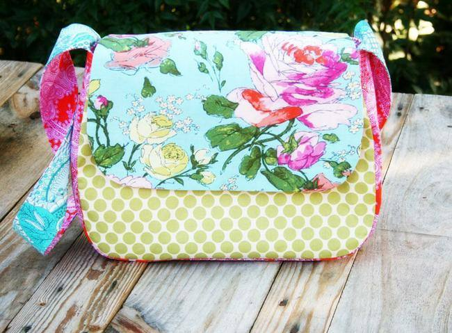 Sew a Mini Messenger Bag {Bags and Purses}