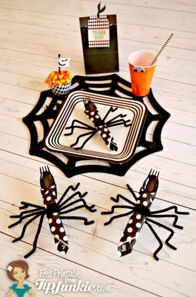 How to Make Halloween Spider Napkins