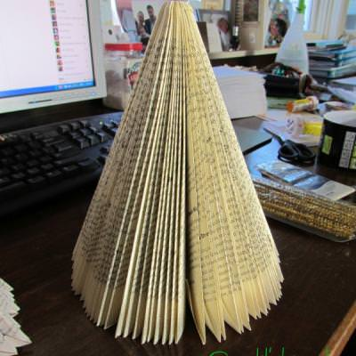 Paperback Book Christmas Tree {Christmas Paper Crafts}