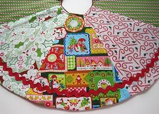 Reversible Christmas Tree Skirt {Free Pattern}