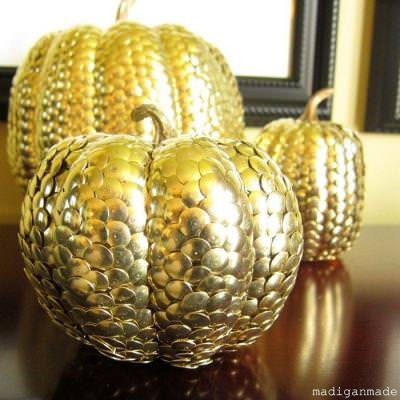 How to Create Gilded Pumpkins with Thumbtacks {autumn decorating}