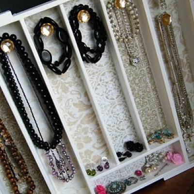 How to Make a Jewelry Organizer {organize}
