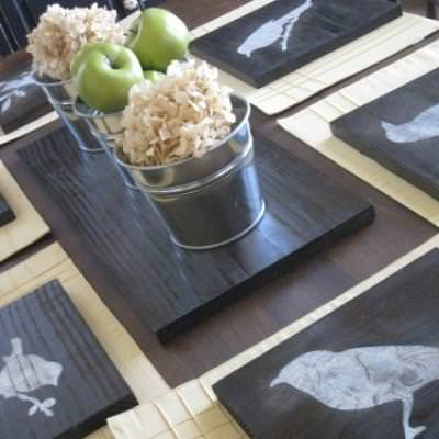 How to Make Stenciled Bird Chargers {tablescape}