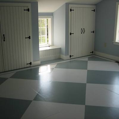 How to Paint a Checkerboard Floor {step by step} | Tip Junkie