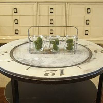 How to Paint a Clock Coffee Table {how to paint furniture}