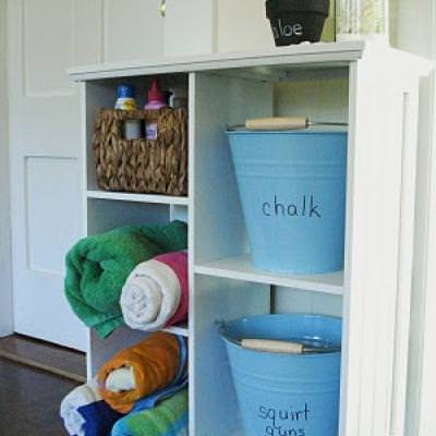 How to Set-up a Summertime Mudroom {mudroom}