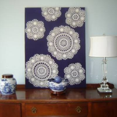 How to Use Doilies as Wall Art {wall decor}
