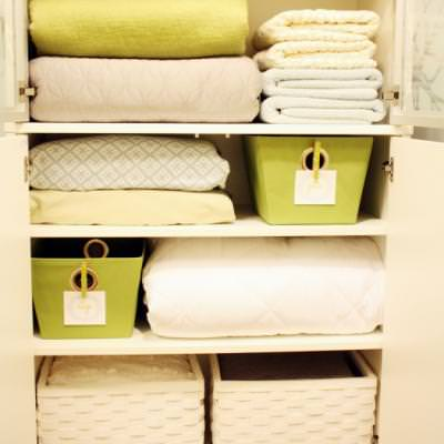 Tips to Create Beautifully Functional Linen Storage {Bedding & Linens}