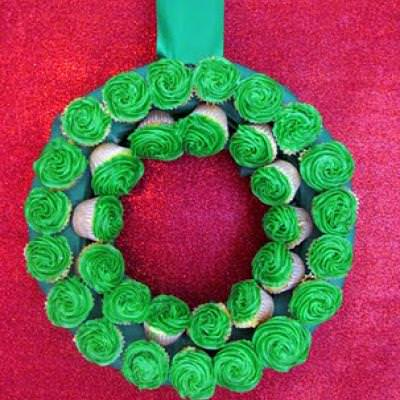Cupcake Wreath {Edible Christmas Crafts}