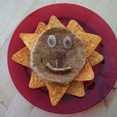 Grilled Cheese Lion {Family Fun Crafts}