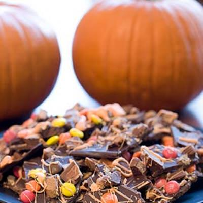 Halloween Candy Bark {Candy Crafts}