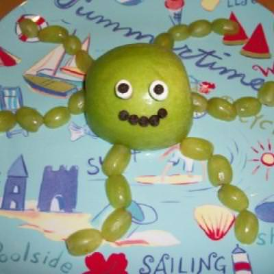 Octopus Fruit Snack {Edible Crafts Kids Can Make}